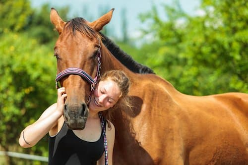 equine-therapy-treatment-benefits